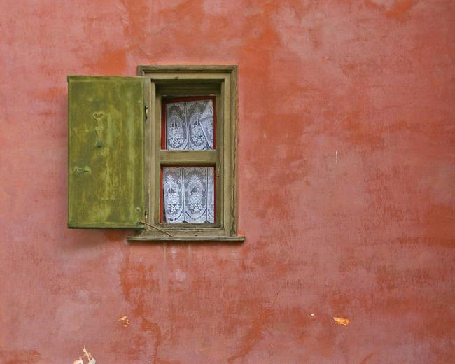 window-with-a-lace-curtain-tom-reynen