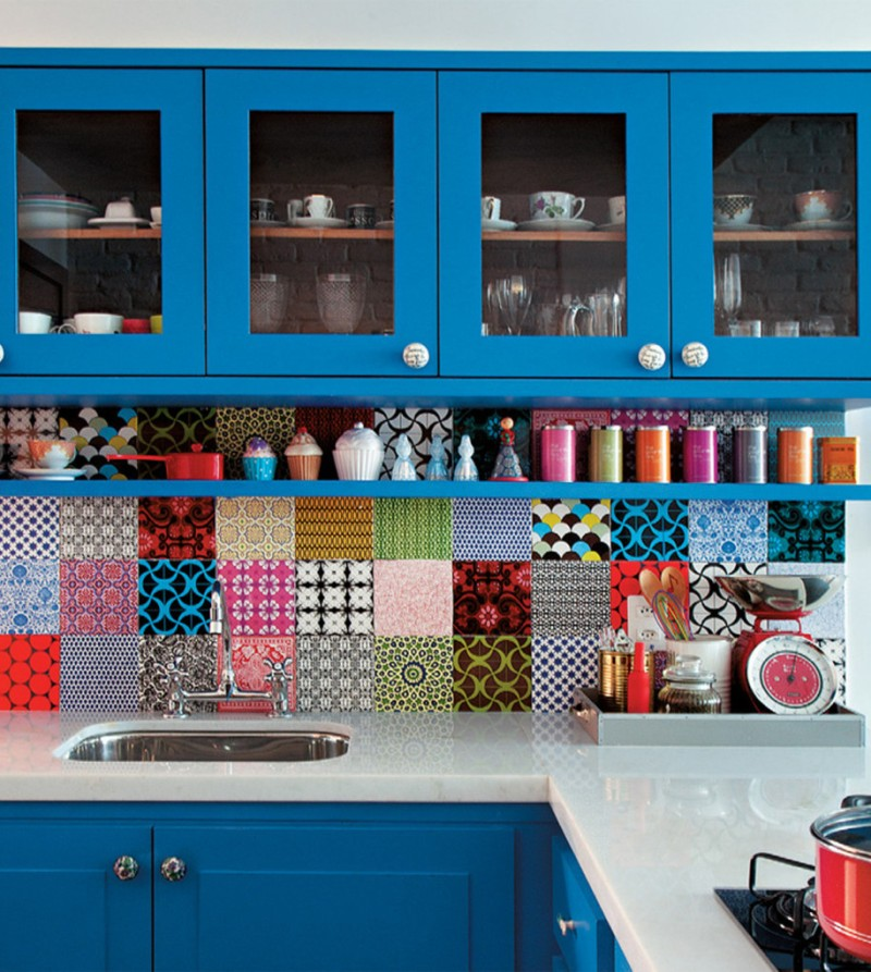 Brazilian-Apartment-Colorful-kitchen-backsplash-tiles